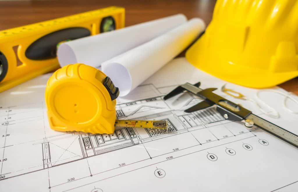 שרטוט של בניין עם כלי מדידה