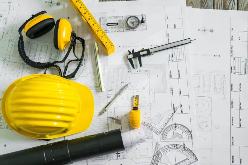 כלי עבודה על שרטוט בניין